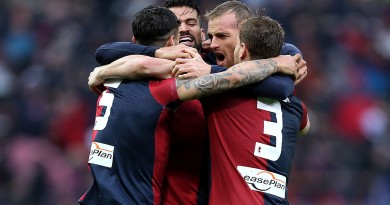 GENOA, ITALY - MARCH 06: Genoa CFC players celebrate a goal scored by Luca Rigoni during the Serie A match between Genoa CFC and Empoli FC at Stadio Luigi Ferraris on March 6, 2016 in Genoa, Italy.  (Photo by Gabriele Maltinti/Getty Images)
