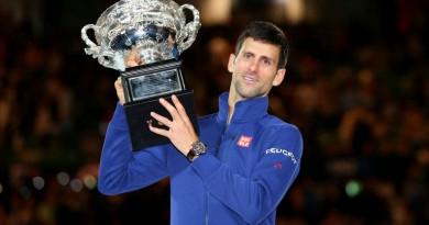 novak-djokovic-trophy-australian-open-final_3408386